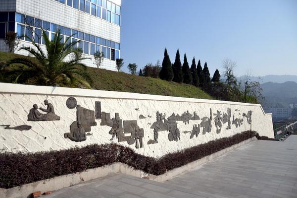 """校园文化雕塑""""文明与精神的史诗""""落成"""
